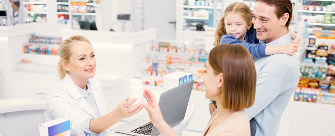 pharmacist assisting a family